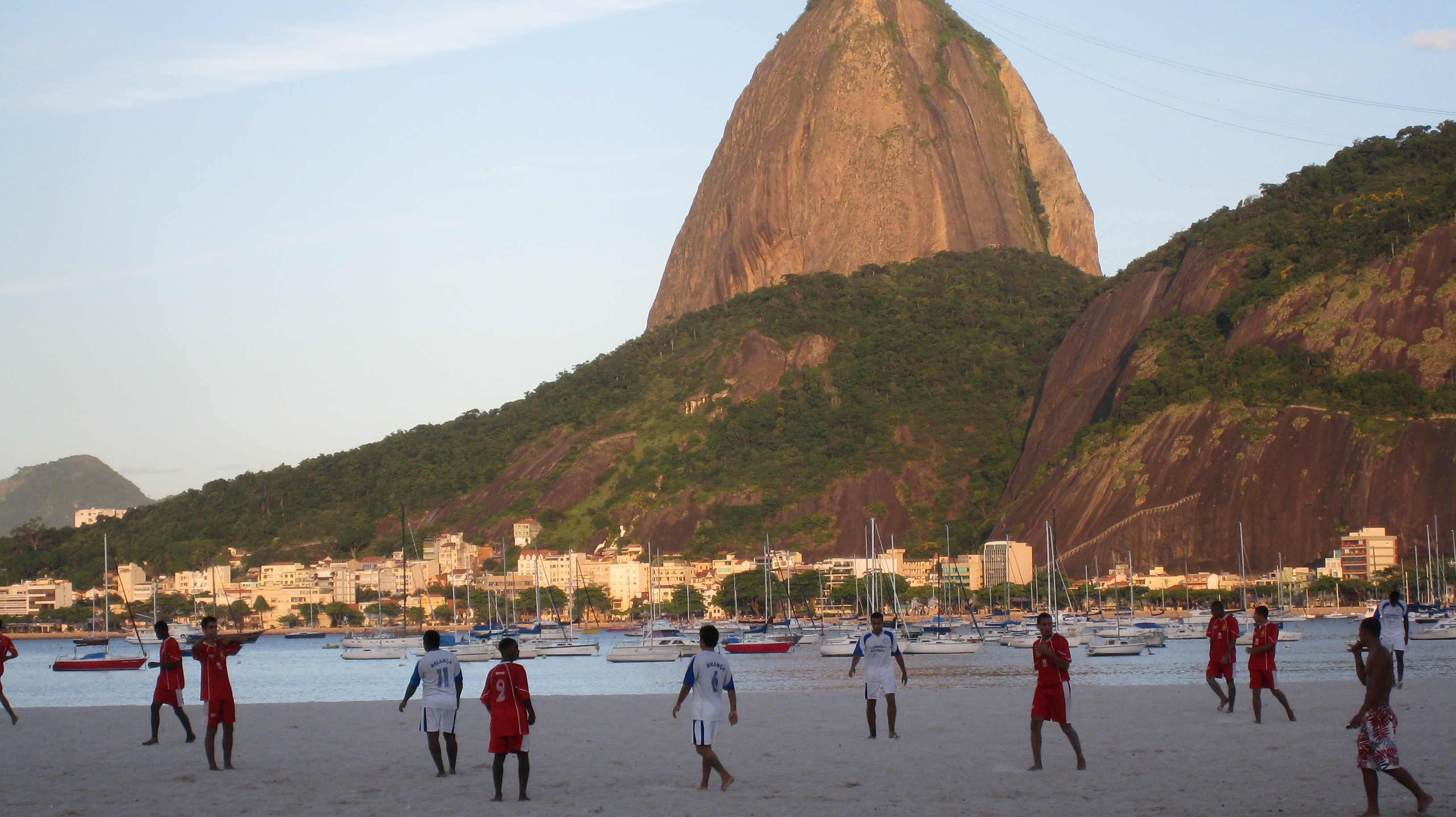 Beach_soccer_Rio - By Alicia Nijdam CC BY 2.0 Wikimedia Commons