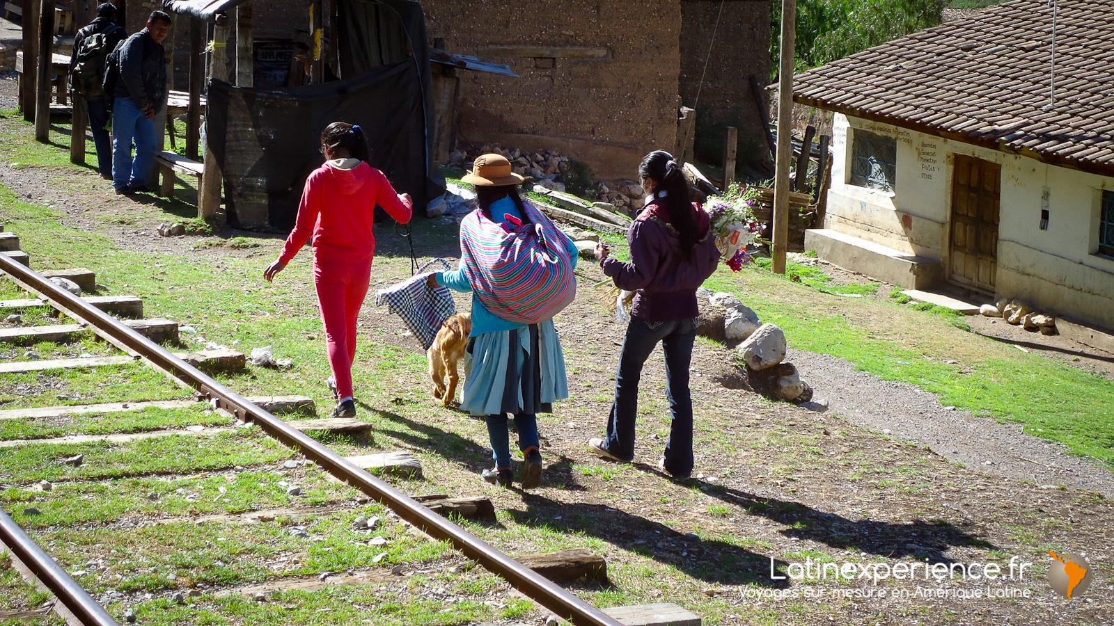 Pérou - Train de Huancavelica  - petite gare locale - Latinexperience voyages