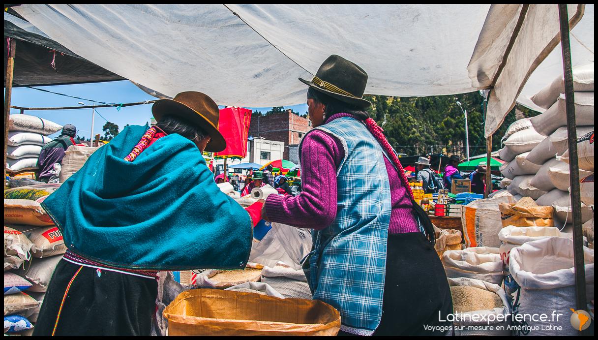 Equateur - Femmes au marché - Latinexperience voyages