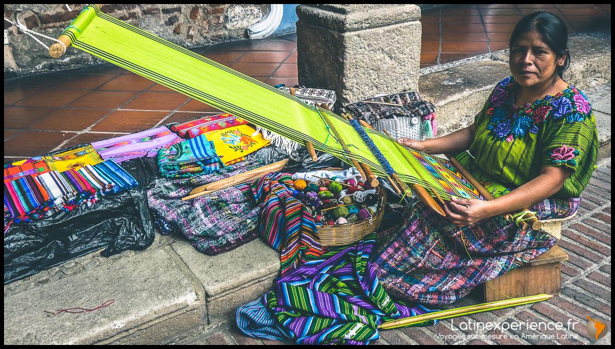 Guatemala - Tisseuse - Latinexperience voyages