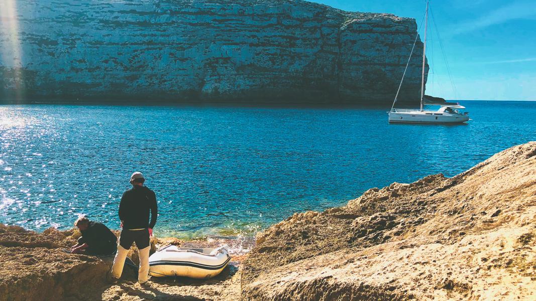 Slow-Tourisme-en-voilier-GOZO-ANCHORING-BAY-Latinexperience-voyage